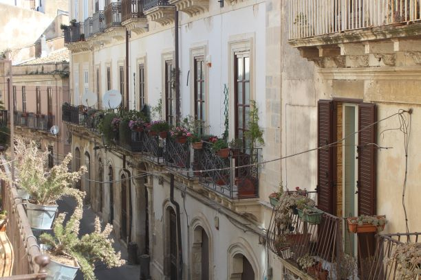 Balcony gardens in Ortigia (Photo: Brent Petersen)