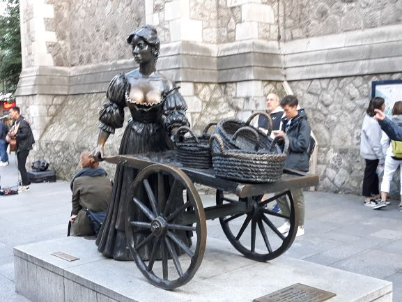 The famous Molly Malone statue (photo: Brent Petersen)