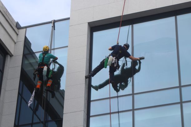 Dublin window washers (photo: Brent Petersen)