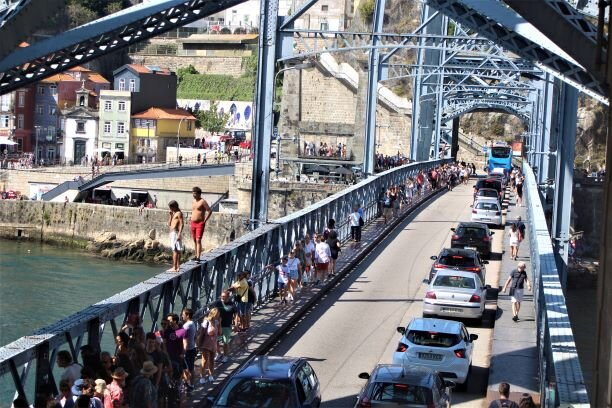 Crowded lower deck of the Dom Luís I Bridge (photo: Brent Petersen)