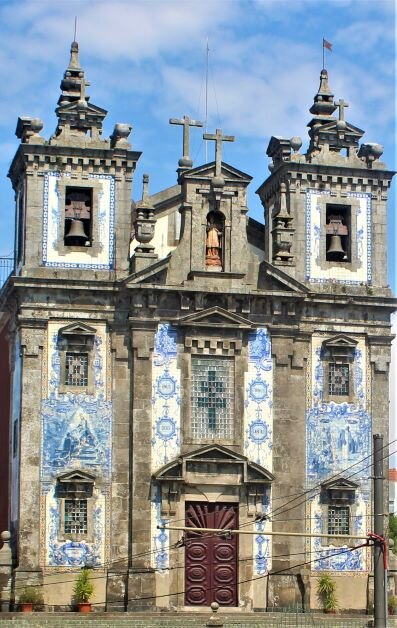 Church of Saint Ildefonso facade (photo: Brent Petersen)