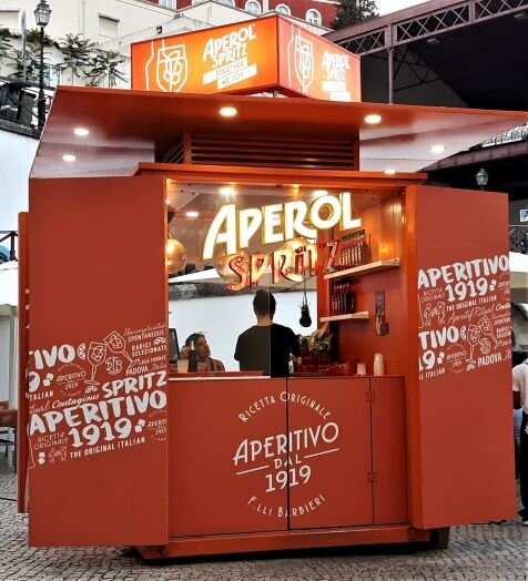 One of the many pop-up drink kiosks in Lisbon (Photo: Brent Petersen)