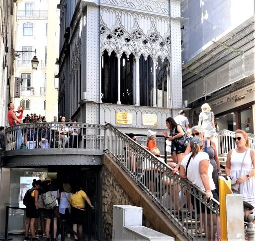 Long lines at the Santa Justa Lift (Photo: Brent Petersen)