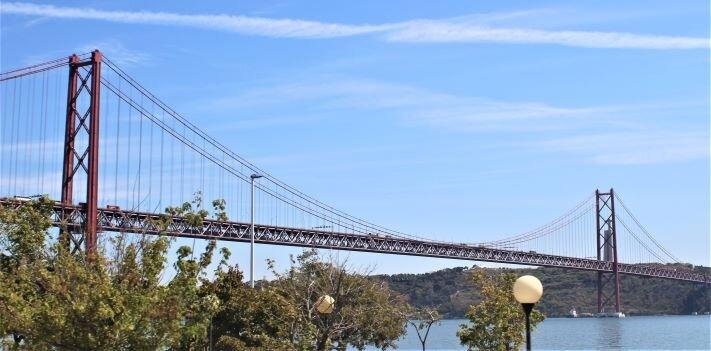 25 de Abril Bridge (Photo: Brent Petersen)