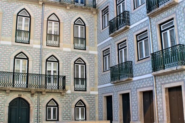 Tiles decorating an apartment building in Lisbon (Photo: Brent Petersen)