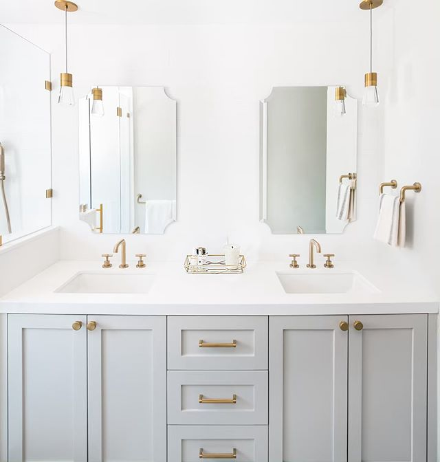 I imagine this is what bathrooms will look like in heaven. . Build by @watsonbuilder and design by @kellysheparddesigns . . . . #howihaven #pocketofmyhome #myhomevibe #myhomestyle #bathroomdecor #vanitygoals #brasslighting