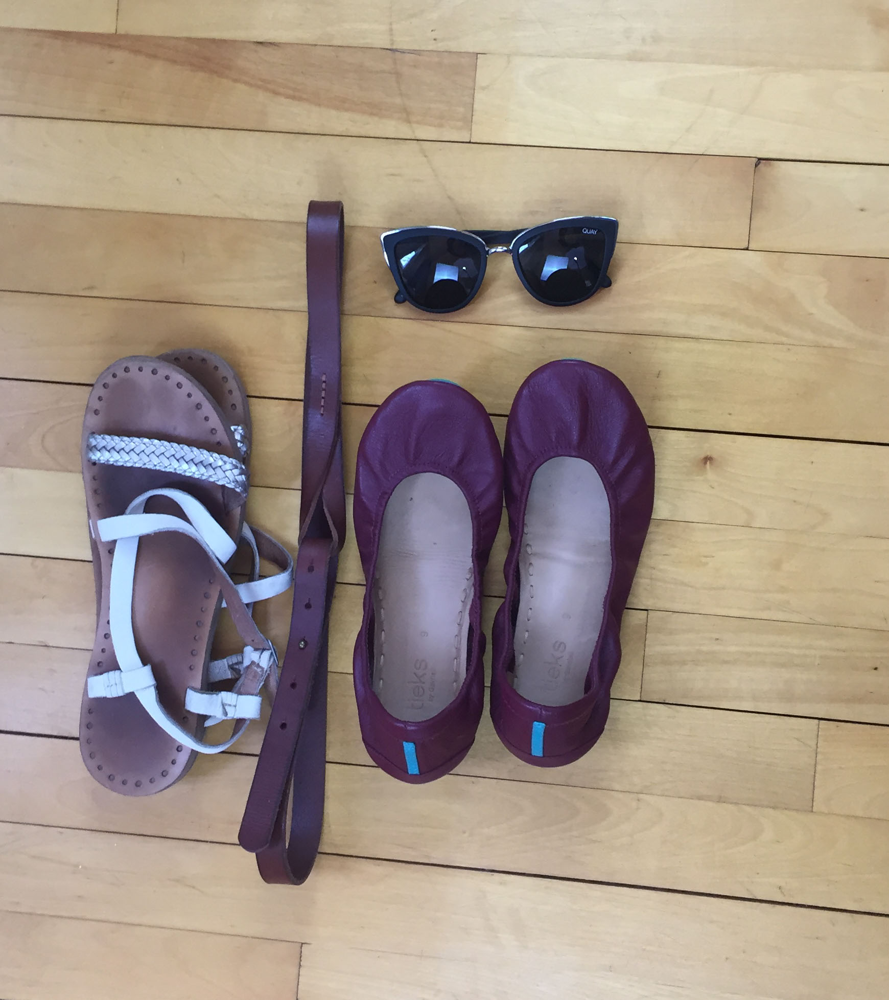 Shoes and Accessories - 1 week in a Carry-On | Laurel and Iron