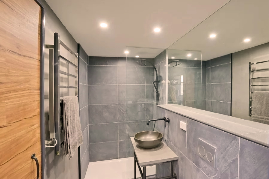 Bathroom GEM copy.jpg