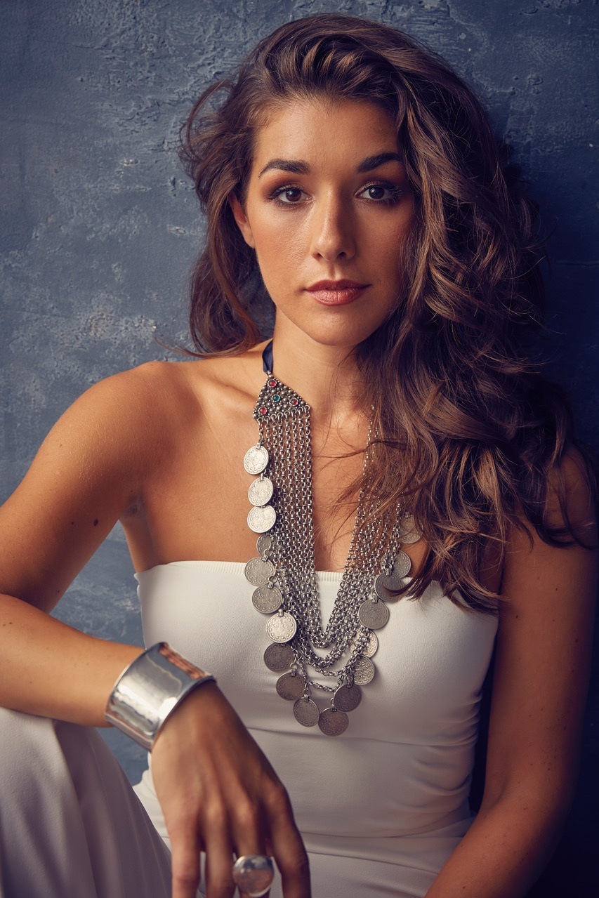 Thana Alexa - Musician