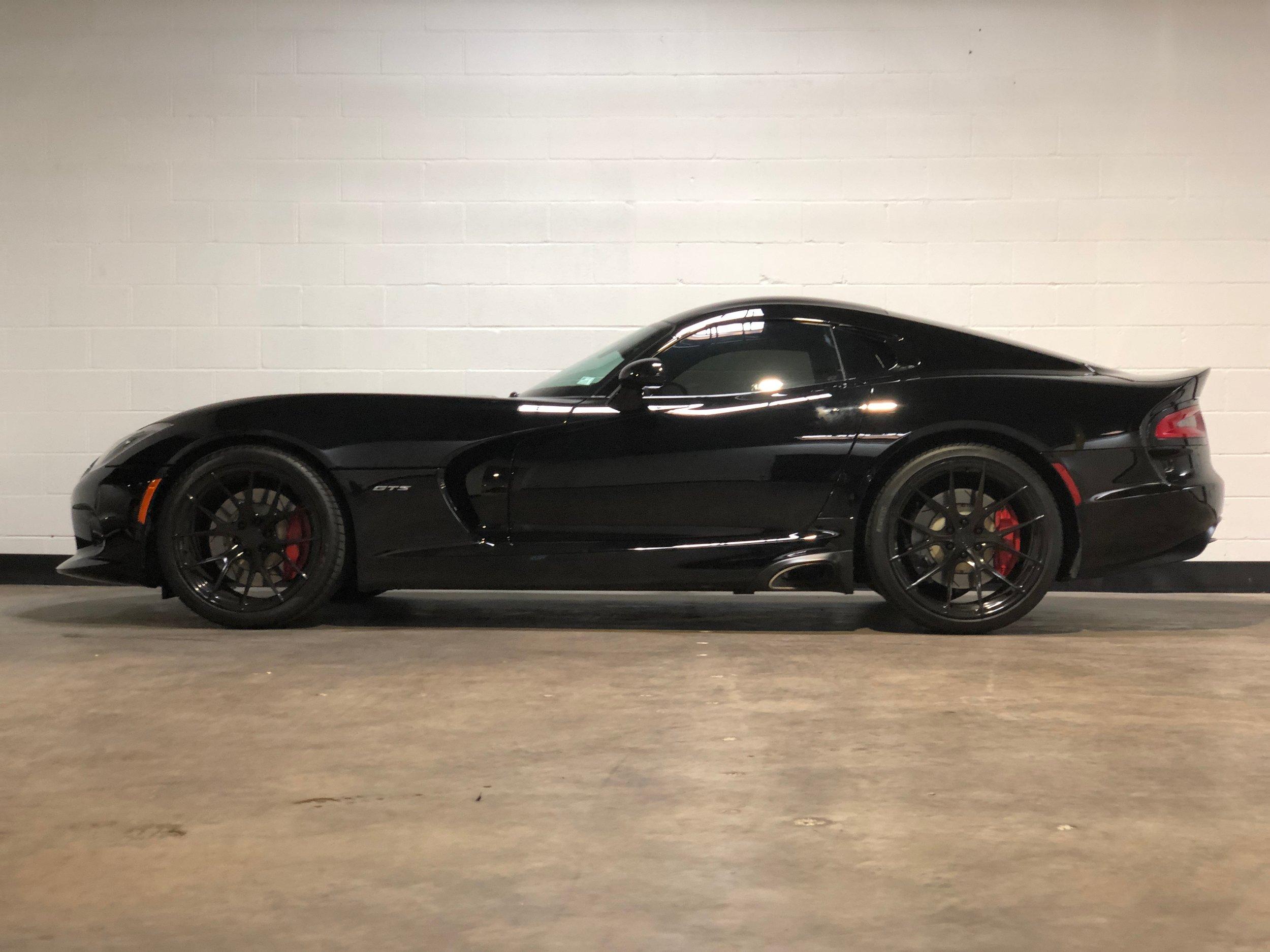 Black Dodge Viper Gts