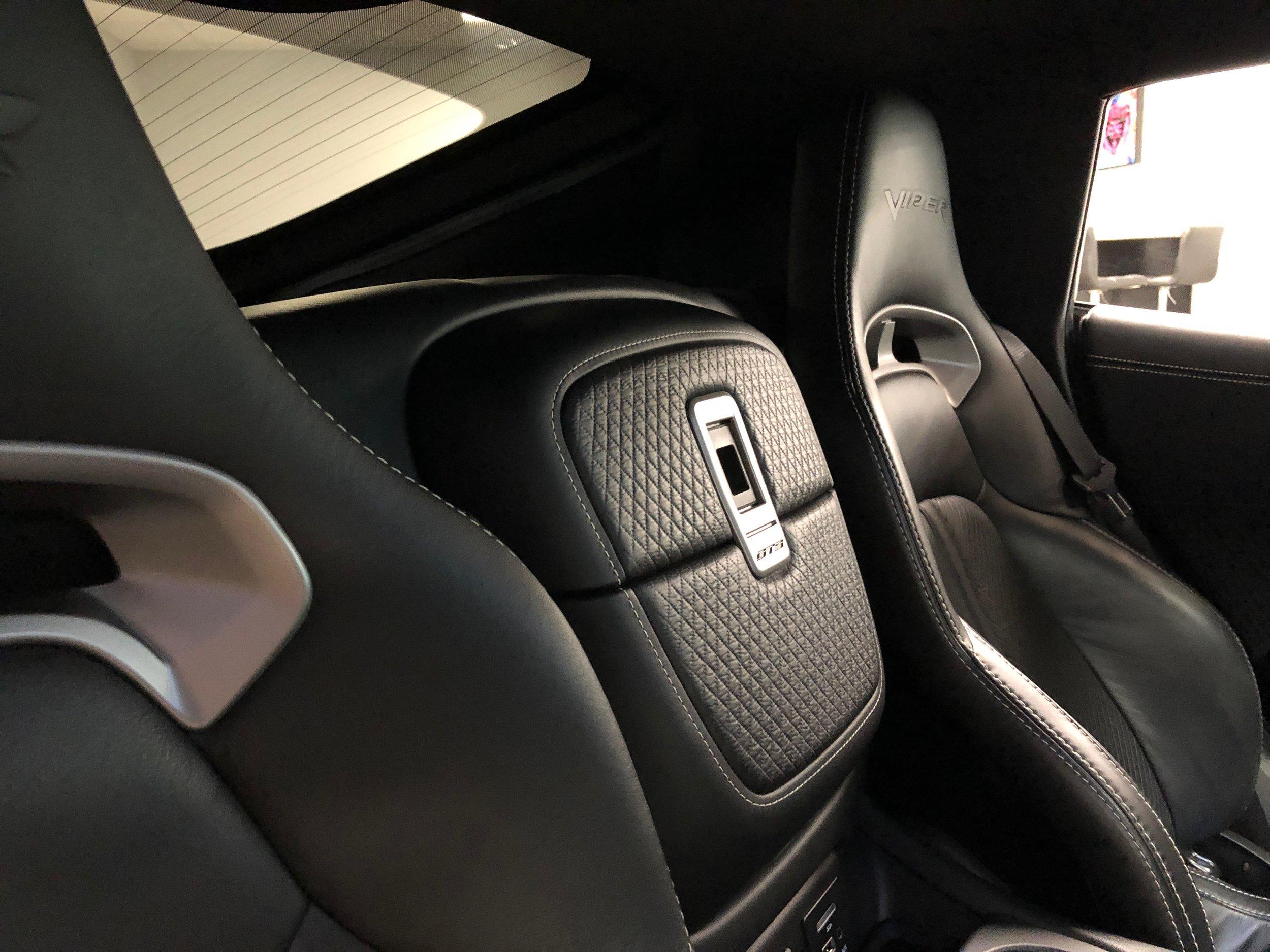2014 Dodge Viper GTS Seats