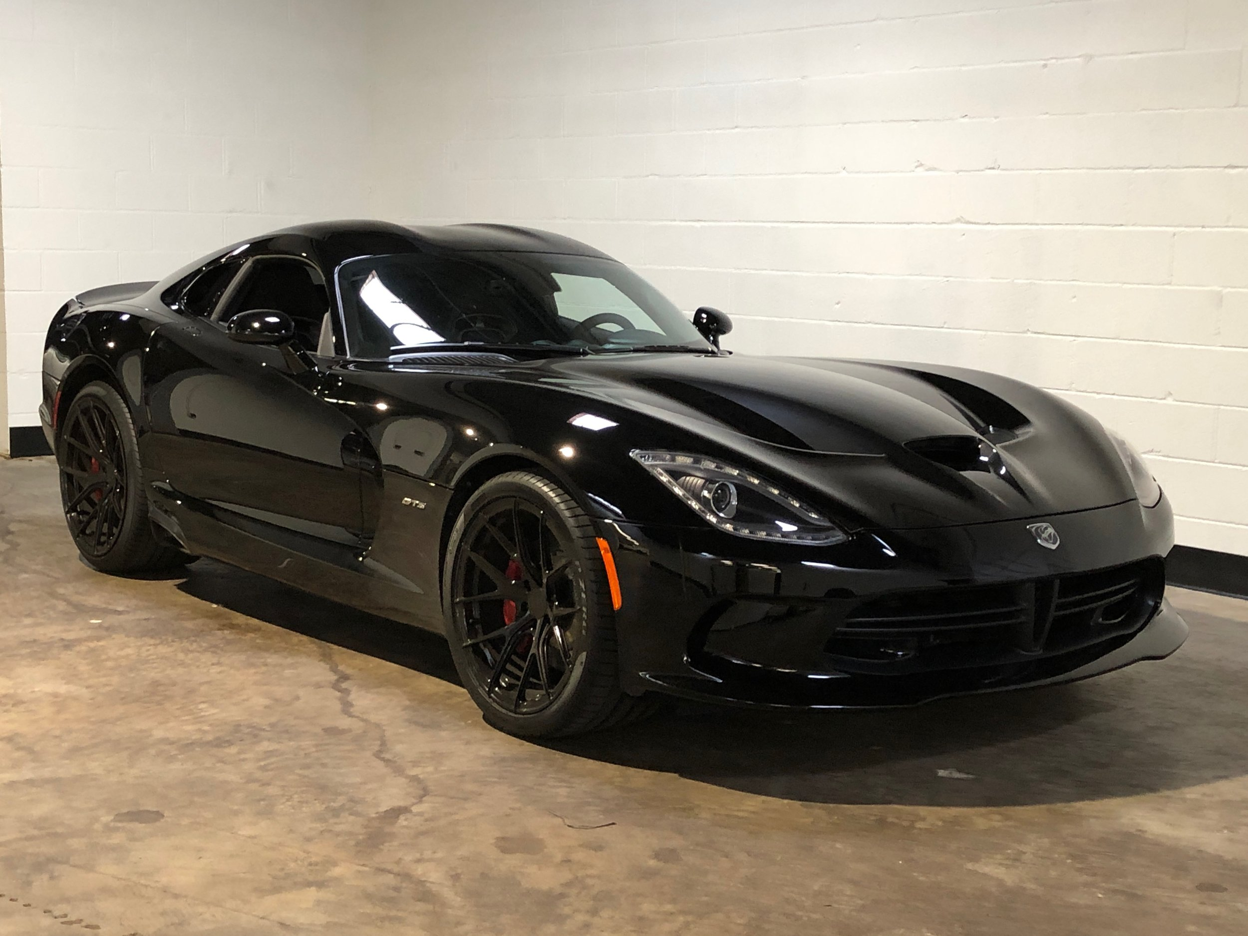 2014 Black Dodge Viper Gts