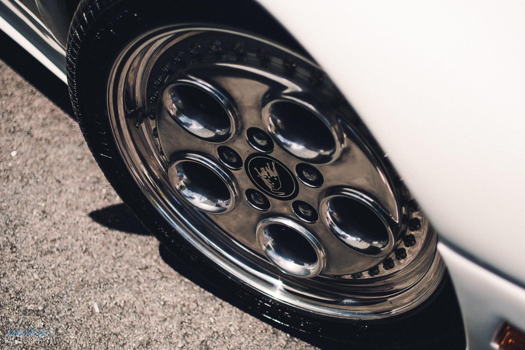1991 White Lamborghini Diablo Wheel
