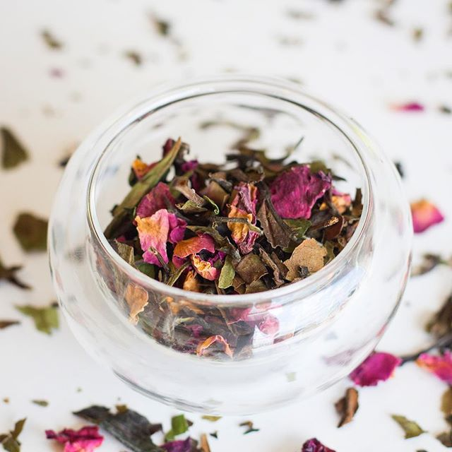 Our shop is live! We're excited to announce the launch of our two new blends - White Rose 🌹 and Tuscan Dreams 🌸 . Visit teafiori.com to learn more! . . #teafiori #floral #floraltea #flowers #whitetea #herbaltea #italy #tea #tealover #looseleaftea #looseleaf