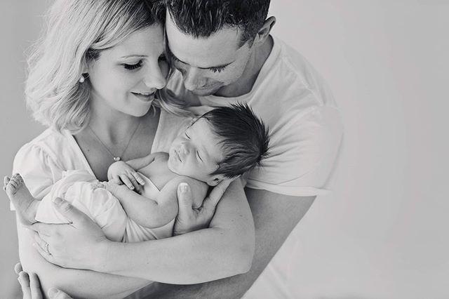 L O V E 💙  #amyalldayphotography #melbourne #melbournenewbornphotographer #melbournefamilyphotographer #newborn #newbornphotography #baby #blackandwhitephotography #babyphotography