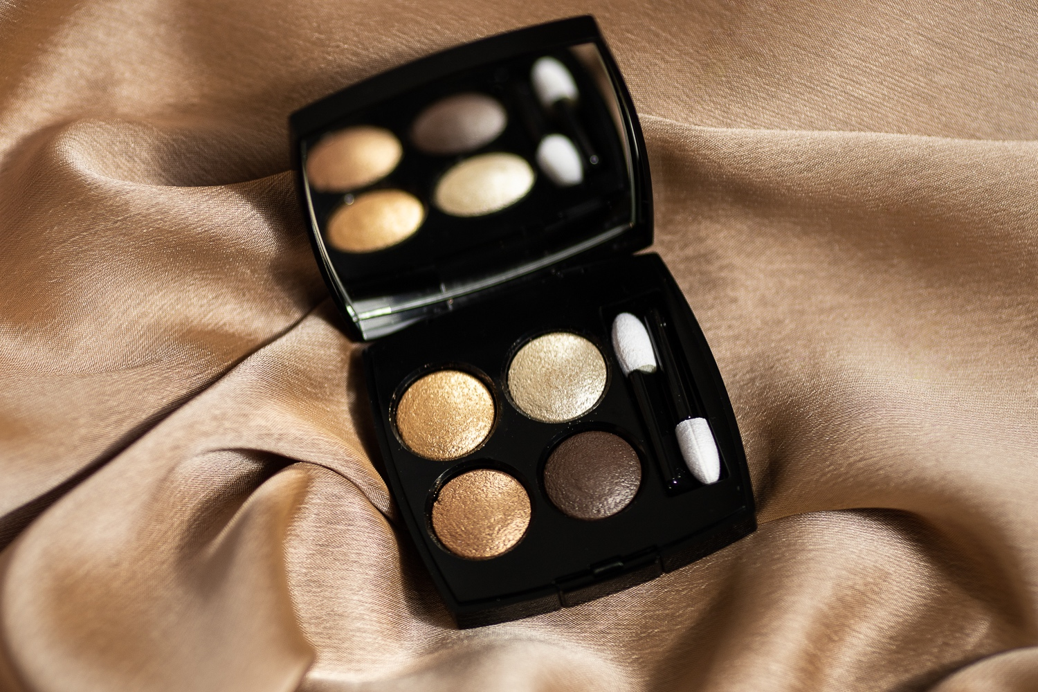 Chanel+codes+elegant+eyeshadow+palette