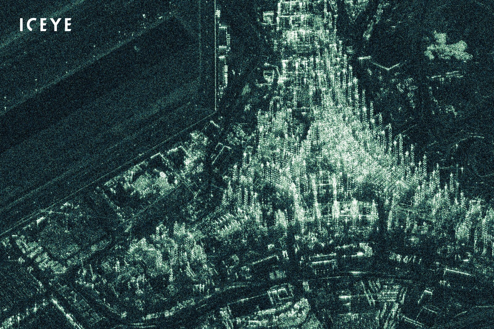 ICEYE:n satelliitit mittaavat maapallon pintaa SAR-tutkan avulla. - Yhtiö suunnittelee aloittavansa tutkadatan tarjoamisen kuuden satelliitin konstellaatiolla, jota on tarkoitus laajentaa myöhemmin jopa 50 satelliittiin, mikä mahdollistaisi minkä tahansa alueen kuvaamisen muutaman tunnin kuluessa tilauksesta.