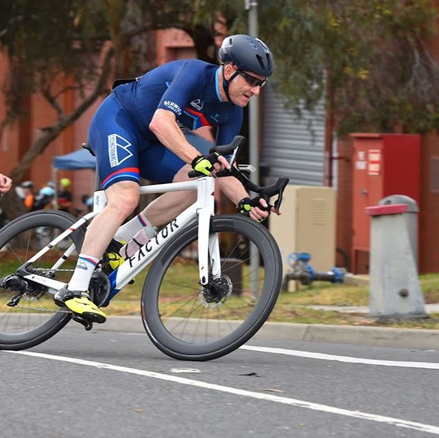 Racing has returned in Melbourne, and Rob didn't waste the opportunity to put his @factorbikes ONE Disc to the test. The aero bike was quite at home on Glenvale's fast and flat circuit. #factorbikes #glenvalecrits #lifebehindbars