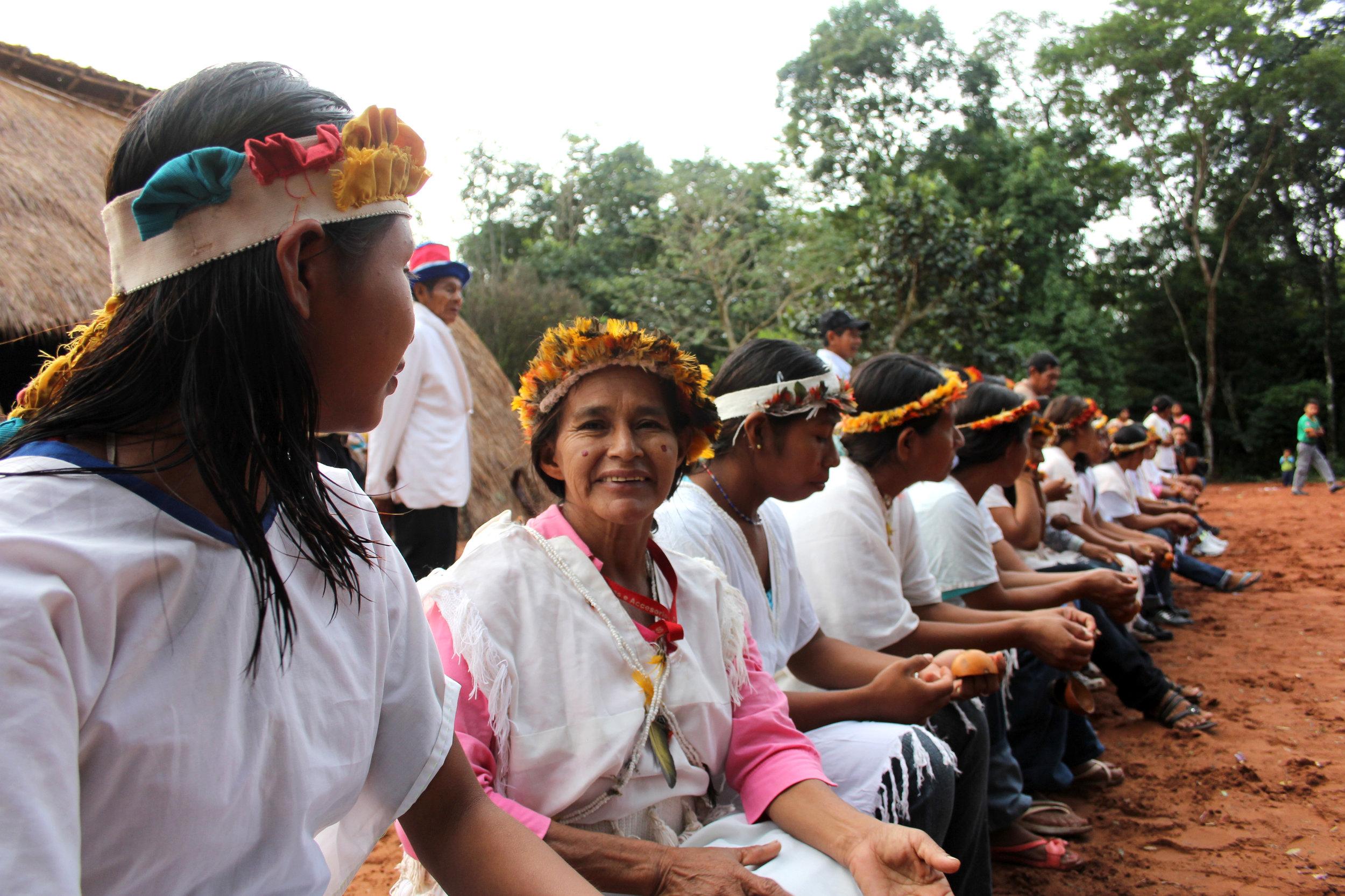 6. Ecuador - Grupo Sunu Mujeres y Hombres PAI Tavytera en ceremonia tradicional (1).jpg