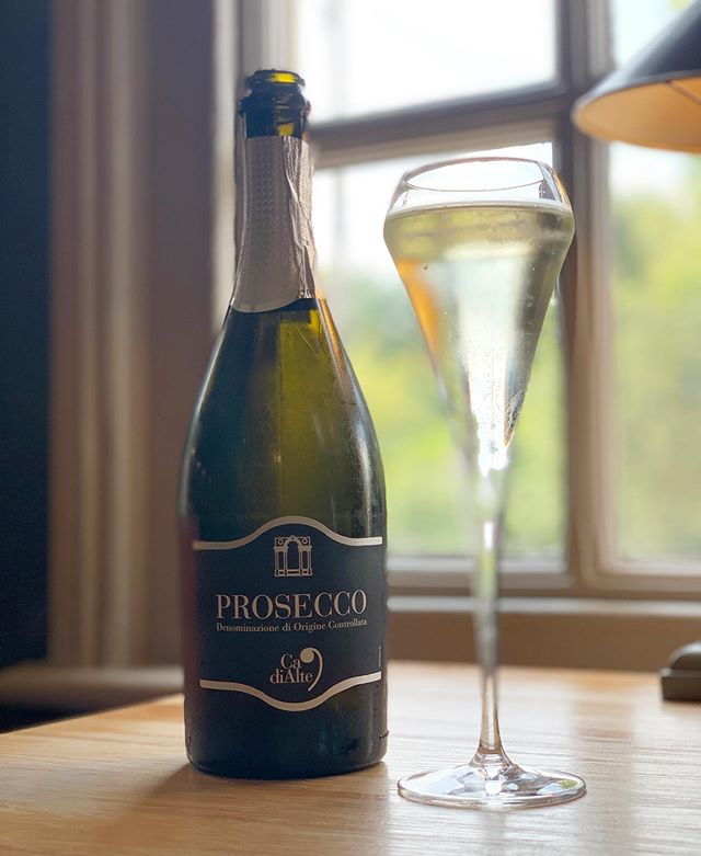 PROSECCO ON US! It was touch and go this afternoon, but it seems that the weather will hold out this evening! To celebrate, come and have dinner at The Brewers tonight (Friday 12th) and have a glass of Prosecco to start, on us. . . Just show us this picture on arrival or mention when booking and each person having a main course is entitled to one free glass. . . . #pub #rattlesden #gastropub #suffolk #local #summer #prosecco #offer #wine #fridayfeeling #friday #dinner #luxury #finedining