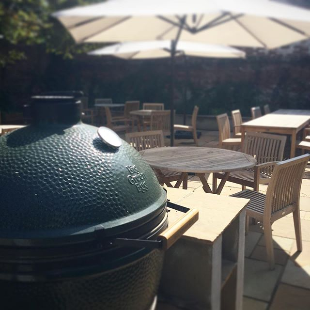 BBQ!  Join us Monday 26th August, 12pm until 4pm! The sun is shining, the drinks are cold and the BBQ is very hot!  The Brewers is closed Tuesday 27th August as normal.  We look forward to seeing you!  #bbq #cheflife #hospitality #weekend #bankholiday #goodfood #biggreenegg #biggreenegglife #sunsout #bbqlovers #mondaymotivation