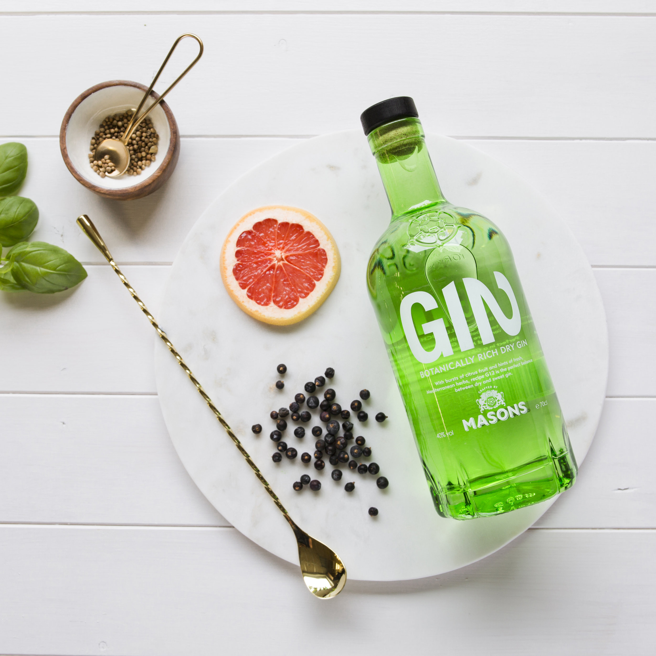 BOTANICALLY RICH DRY GIN - This uniquely refreshing gin offers an aromatic nose of fresh herbs, carefully balanced with subtle notes of juniper. A sharp, citrus start develops on the palate into a long, smooth finish of traditional botanicals and sweet basil.Best served with a premium tonic, plenty of ice and a twist of lime of fresh mint.