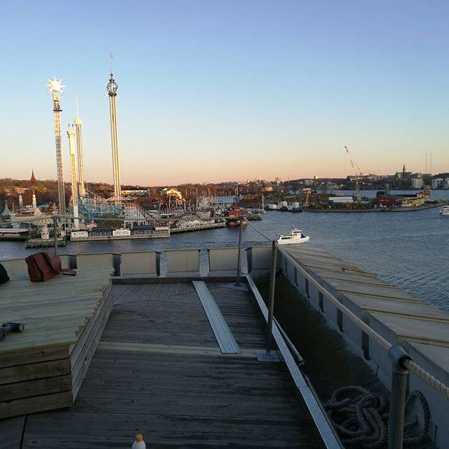 Nya avspärrningar levererade idag till Kastellet på Kastellholmen. Utsikt åt alla håll. #Råseglarhuset #flottan #Kastellholmen #kastellet #svensklösen