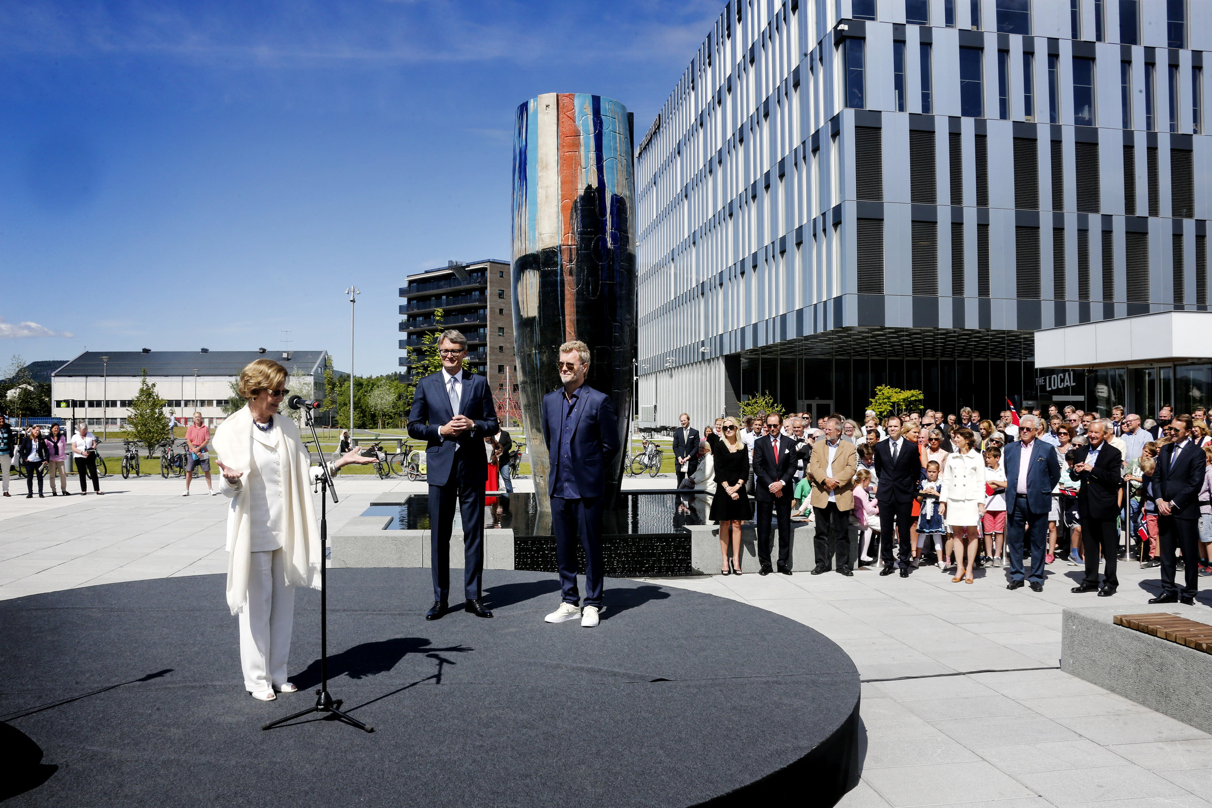 Her Majesty Queen Sonja at the opening of Akerkvartalet at Fornebuporten in 2015, together with Øyvind Eriksen (Aker CEO) and sculptor Magne Furuhomlen