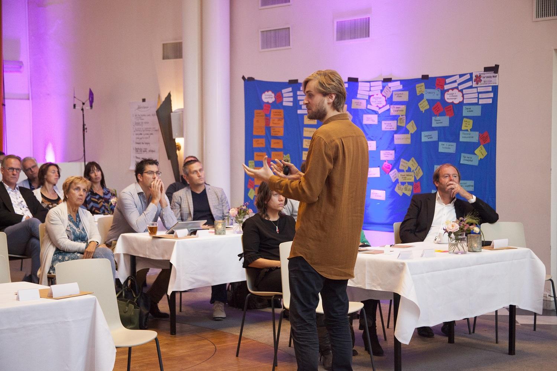 PLANTERRA, Afdeling Buitengewone Zaken en de gemeenten Zoetermeer en Nijmegen hebben de krachten gebundeld om een uniek studieprogramma te ontwikkelen voor de beheerder van de toekomst. Onafhankelijke cursusaanbieder PAO verstrekt de certificaten. Aan de eerste editie nemen 14 beheerprofessionals van 7 gemeenten deel. - NEEM CONTACT MET ONS OP
