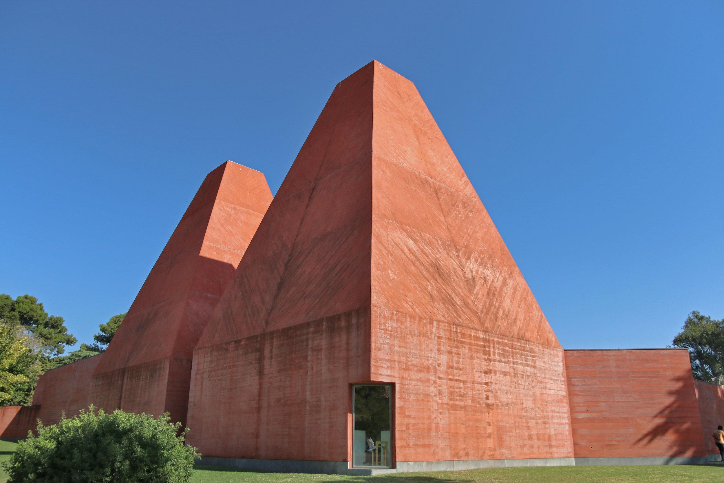 Casa da historias paula rego - Arch. Eduardo Souto de Moura / Cascais
