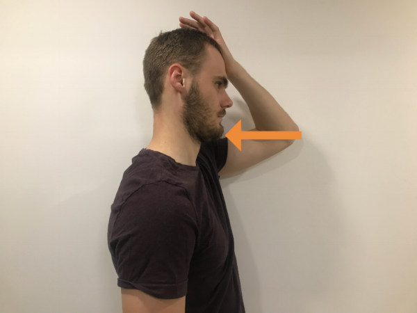 Správna poloha. Vtiahnite bradu a hlavu udržujte v neutrálnej polohe.