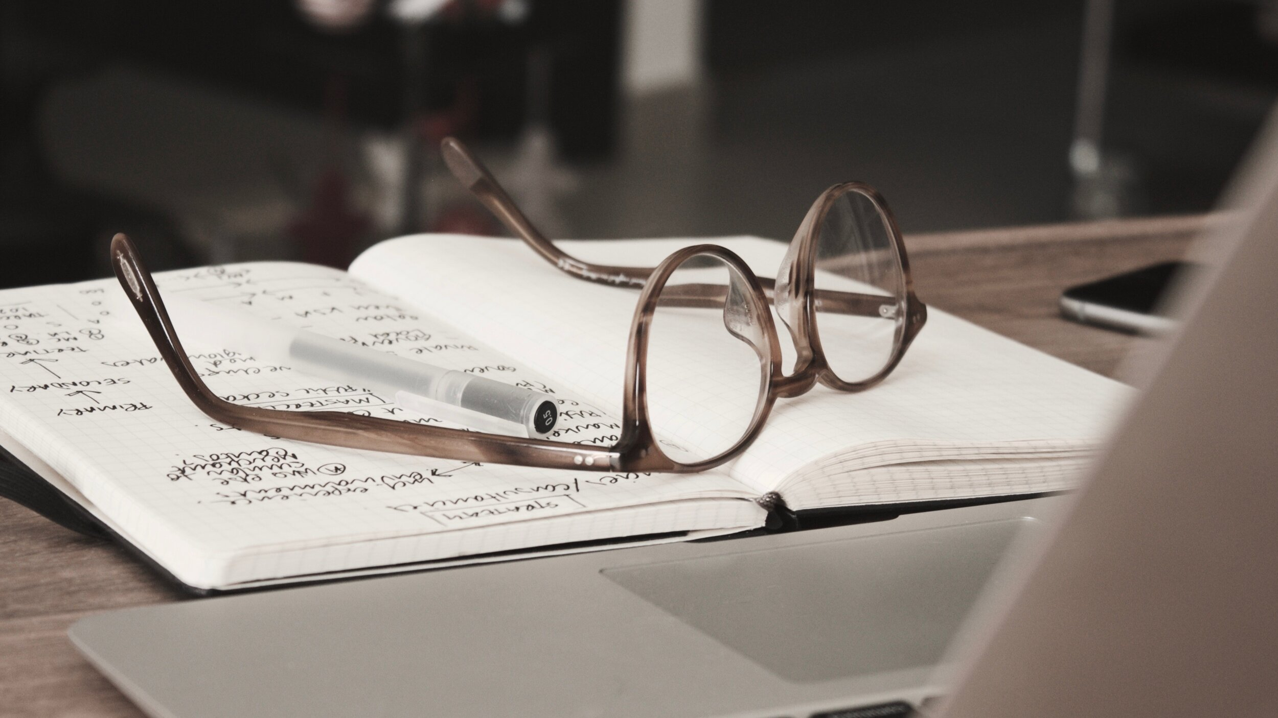 CSR Beratung & VorträgeWir zeigen Ihnen die Möglichkeiten und Chancen auf, die ein CSR Management System Ihrem Unternehmen bieten kann, zum Beispiel in einem Impulsvortrag vor der Geschäfts- oder Projektleitung. -