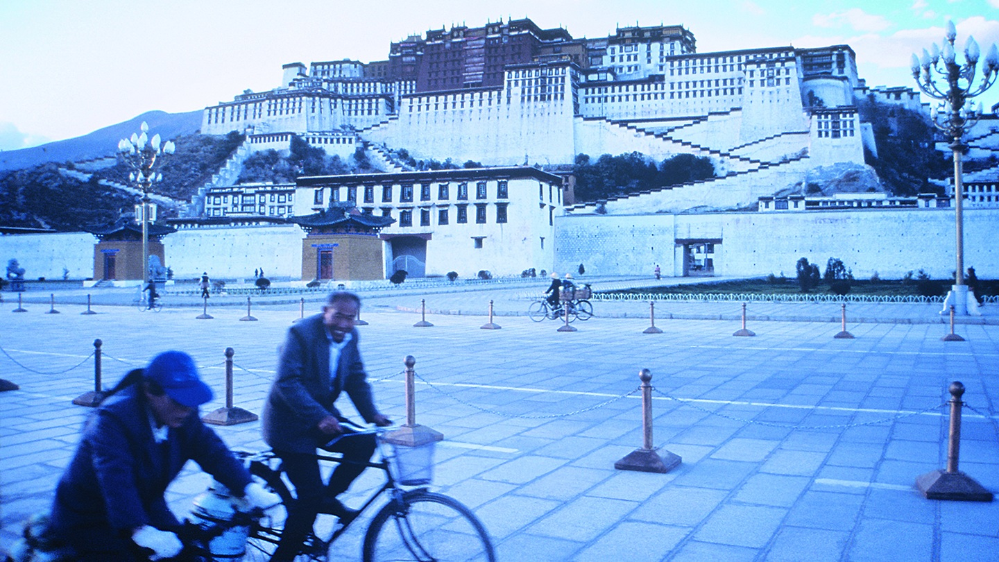 A Stranger in my Native Land Tenzing Sonam, Ritu Sarin   1989   Tibet   32'   Documentary   English, Tibetan with English Subtitles Screenplay: Tenzing Sonam Actors: various    WATCH THE TRAILER   Tibetan filmmaker Tenzing Sonam, born in exile in India, travels with his Indian wife, Ritu Sarin, for the first time to Tibet, where he visits his homeland and meets the part of his family that has lived under Chinese rule since 1959. On the way from the Kumbum region in eastern Tibet to Lhasa, the film becomes a personal chronicle of emotionally confusing encounters.
