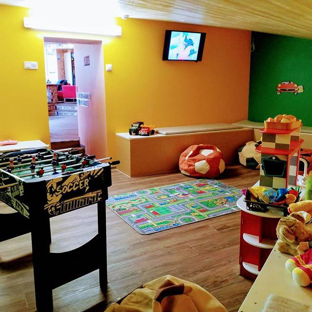 Детям, помимо вкусной пиццы🍕 и пасты🍝, тоже есть чем заняться в Гараже!😏🚀🎈 #garagetallinn #таллиннЕст