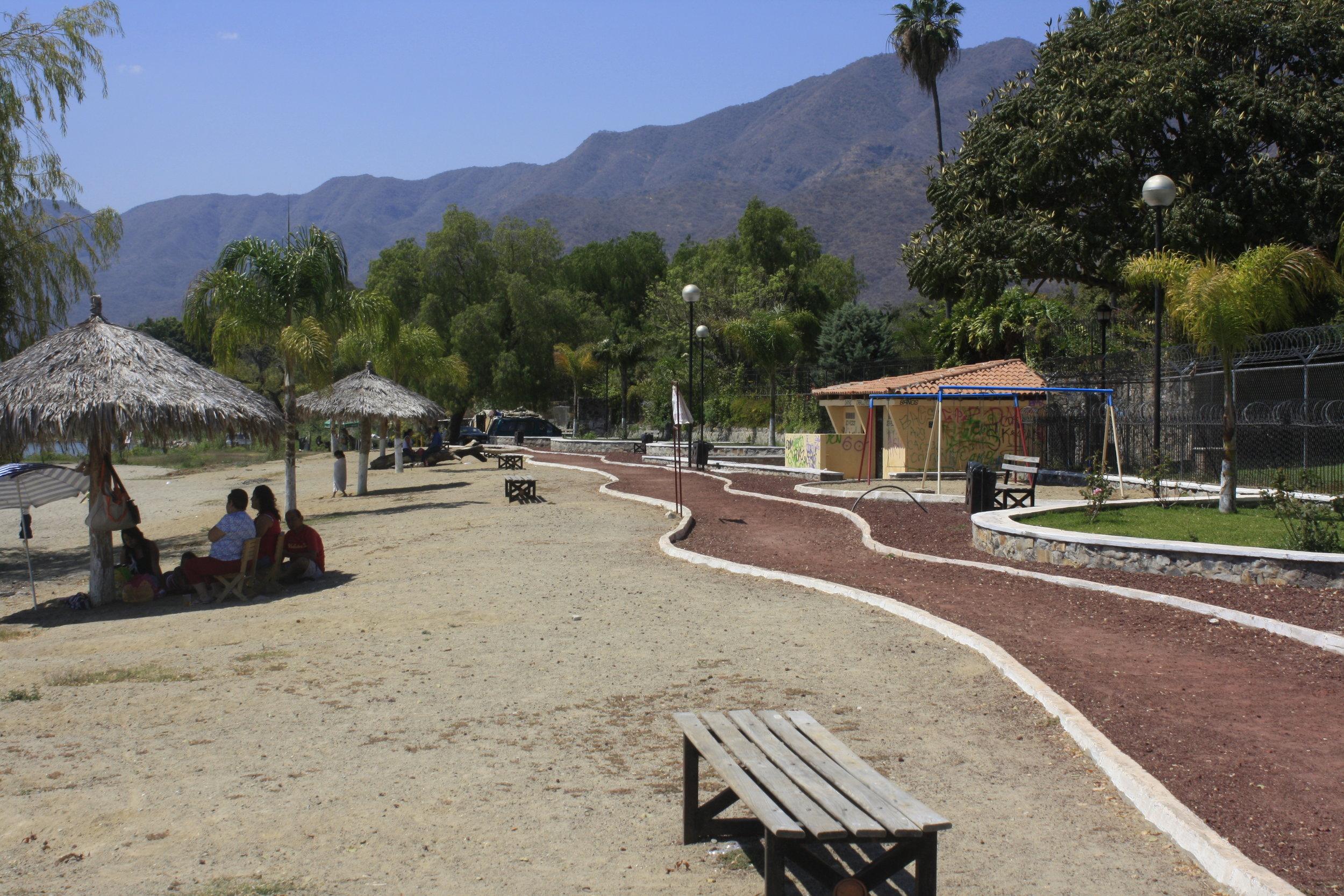 The lakeside promenade in San Antonio Tlayacapan