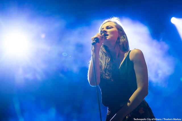 Sanne sings