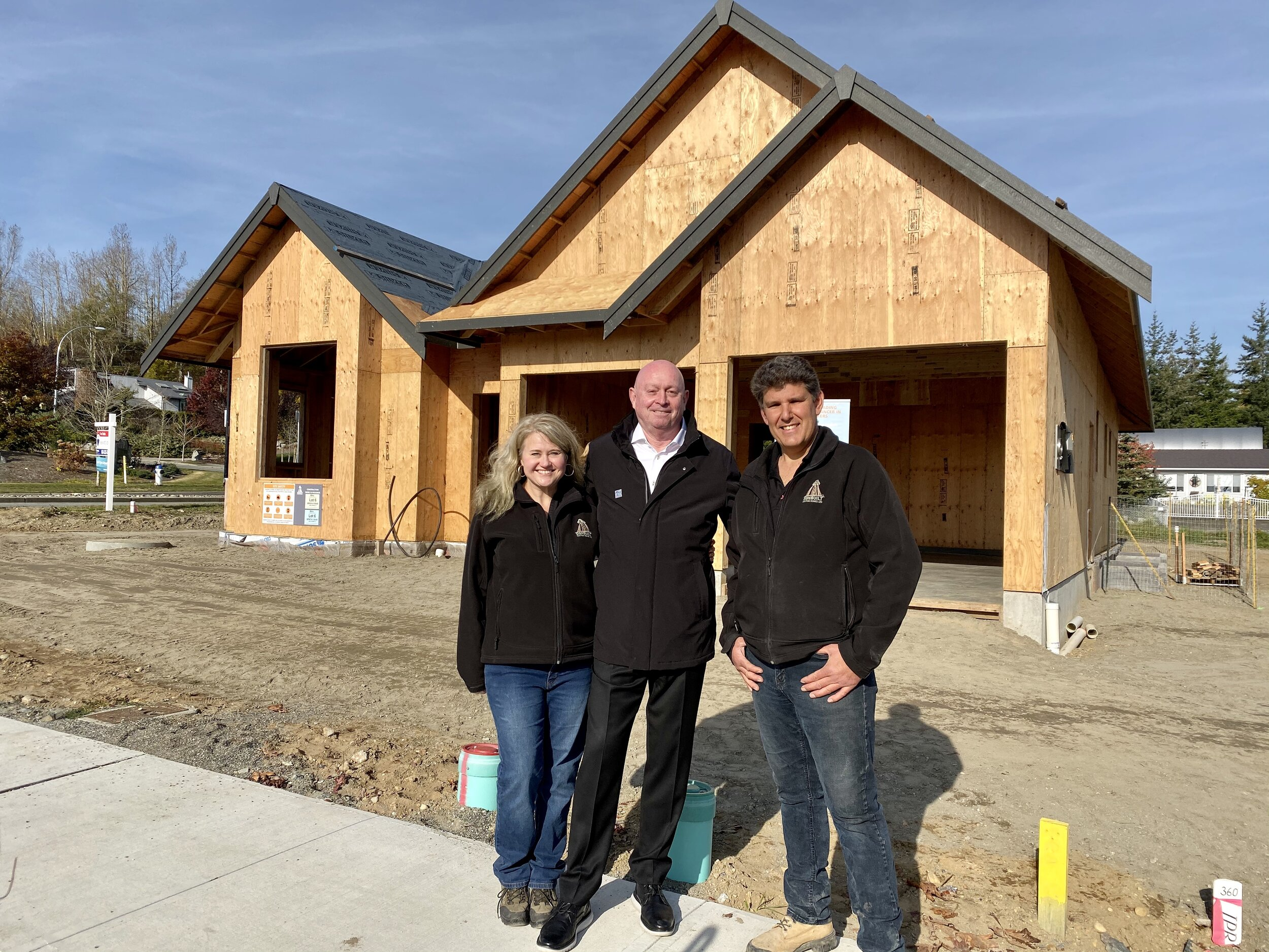 Alan Whitehead (REM & CARST) with Carmen and Johnathan Zerkee, President of Sonbuilt Custom Homes.