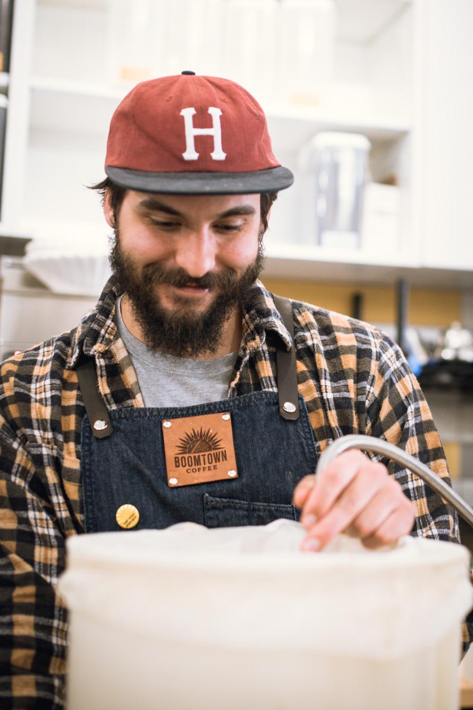 Houston barista preparing cold brew toddy