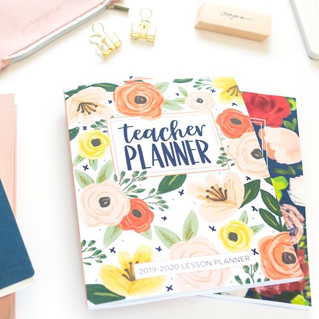 Do you know a fabulous teacher who needs a super cute AND functional planner for the new school year?! Treat a teacher you know and love, or if you're a teacher...treat yourself!!! 🤗 You are simply the best and we hope you have a #prettysimpleplanner for the 2019-2020 school year! ✏️📒❤️