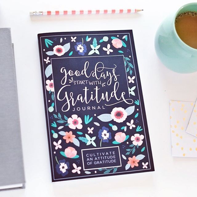 """The more grateful I am, the more beauty I see."" – Mary Davis . . #gratitudejournal #prettysimplebooks #morningroutine #happymonday"