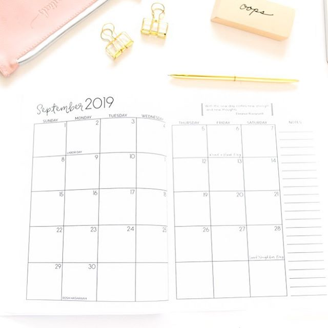 Just going to leave this September calendar page right here because...tomorrow is September! 😱 How can it be?! Anyone else in shock? Hopefully you've got some fun things written in your #prettysimplebooks planner for September! ✏️🤗