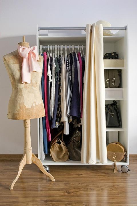 wardrobe-3981732_960_720.jpg