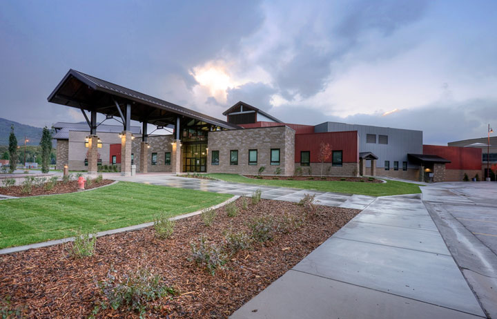 Park_City_High_School,_photographed_from_Kearns_Blvd.,_Park_City,_UT,_USA..jpg