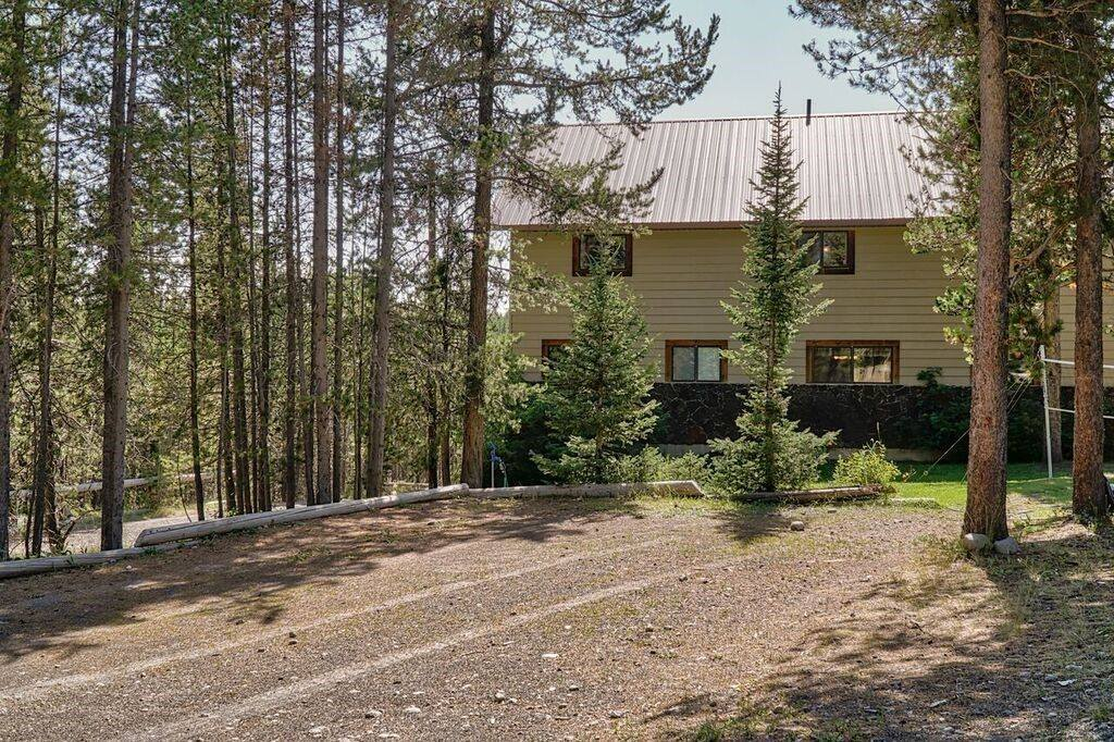 big-cabin-rental-yellowstone-idaho.jpg