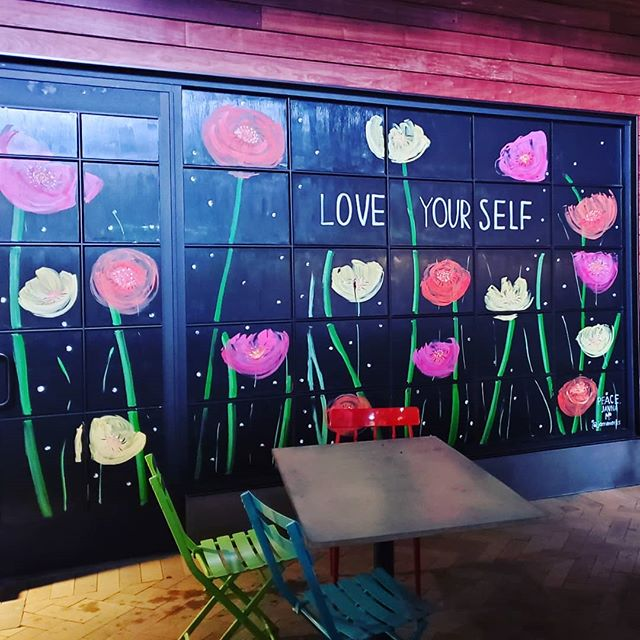 Happy Labor Day! Loving how this restaurant chose to adorn their windows. A good reminder to us all as we step into a new season. Now bring on the boots and scarves already! Who's with us? 💞  #laborday #la #art #loveyourself #selflove #inspire #beinspired #decor #design #colormepretty #colorpop #inspo #inspirationiseverywhere #eyeswideopen #thelittlethings #doyou #lovelightpositivity #love