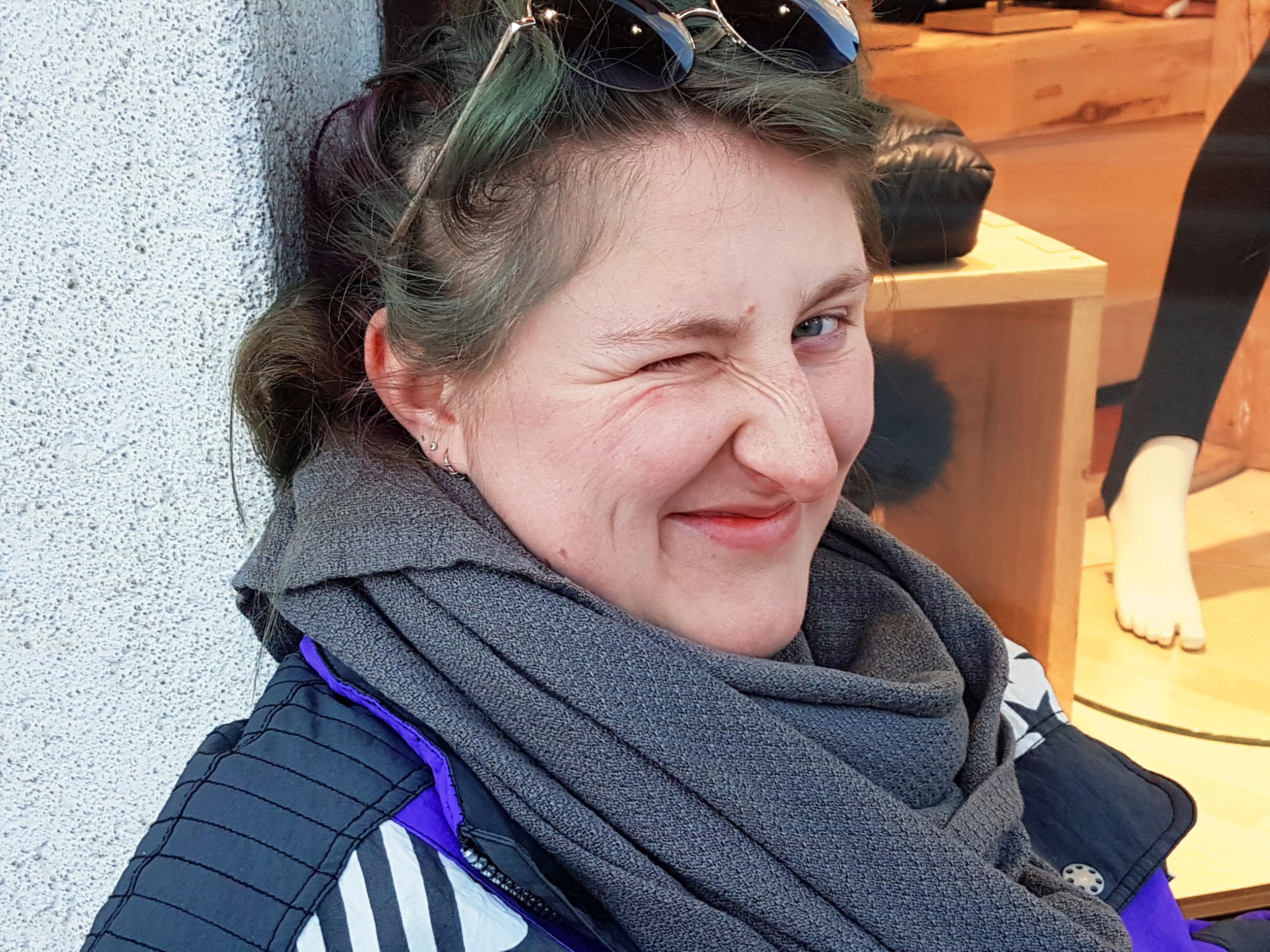 Debi - INFRASTRUKTURIch kann gut Klitoris-Ohrring machenLieblingskuchen: Veganen ZitronenkuchenLieblingstier: Hase und Karpfedeborah@milchjugend.ch