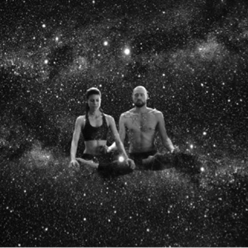 SOMO YOGA - Soraya & Momo von SOMO YOGA verzaubern euch während des Festivals mit abwechslungsreichen Yogastunden. Dabei werden Körper, Geist und Seele in Einklang gebracht. Während des Yoga entsteht ein konstanter Fluss, der dich körperlich, mental und emotional stärkt, ausgleicht und stabilisiert. Die Hauptelemente dabei sind Atmung, Dehnung und die körpereigene Kraft. Alle, von Anfänger*innen bis Fortgeschrittene sind willkommen. Nehmt bequeme Kleidung mit.