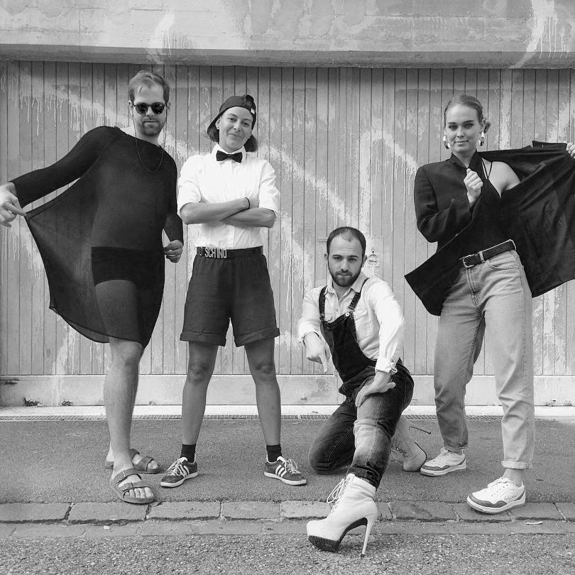 None of your Business - ZRHDie Tanz und Performance Gruppe «None Of Your Business» aus Zürich schreibt Songs um, deren Inhalte die Mitglieder nicht gut finden oder denen sie eine neue Message geben wollen. Am lila.19 performen sie live zu einem dieser Songs.