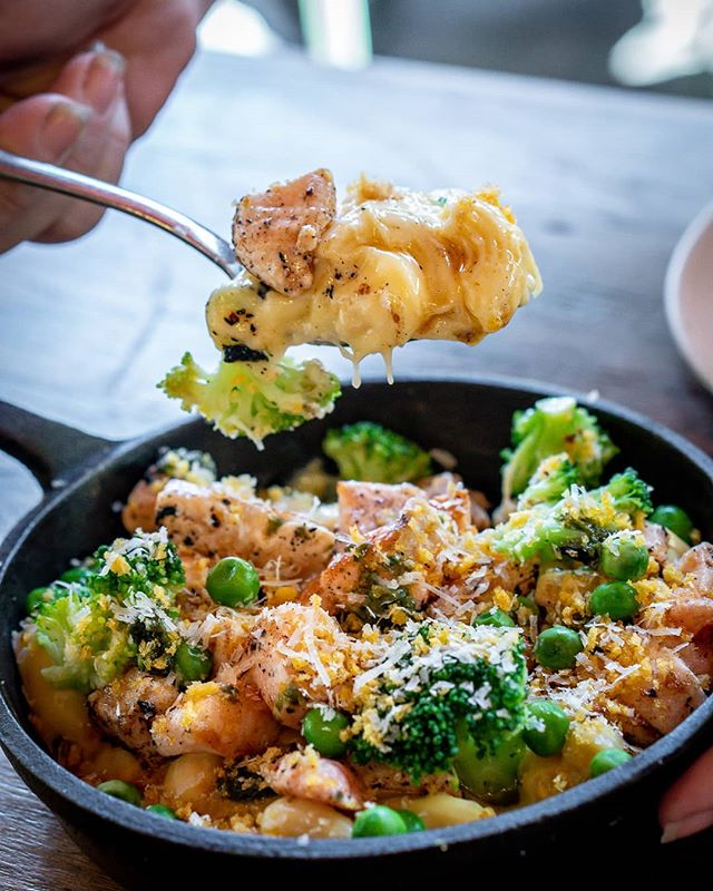 Nothing cures end of weekend blues better than a load of cheesey carbs.  Loaded Mac & Cheese. Available on home delivery by #UberEats & #Deliveroo with a delivery radius of approx 4km from Zetland.  Full menu and more details on the website. Link in bio.  #foodgawker #pasta #macandcheese #sydneyfoodies #sauce #returnofthemac #sydneyaustralia #sydneyfoodie #sydneyeats #yougottaeatthis #macncheese #getinmybelly #comfortfood #foodshotsydney #zetland #randwick #greensquare #sydneyeats #zetlandeats #beaconsfield #rosebery #moorepark #alexandriasydney #sydneylife #sydneylifestyle #cheatday #feastmode #foodfeast
