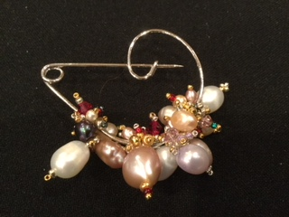 LYN AITKINS - An artist who uses Japanese and European glass beads and pearls to create beaded jewellery in ethnic styles such as Russian, North American Indian, and Egyptian.
